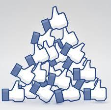 montagnes de pouces likes facebook