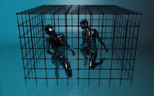 deux mannequins de carbone sont enfermés dans une cage étroite